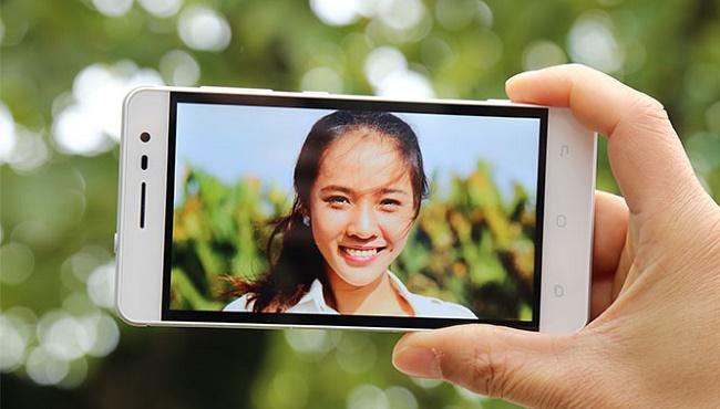 Sky Pantech V950 camera