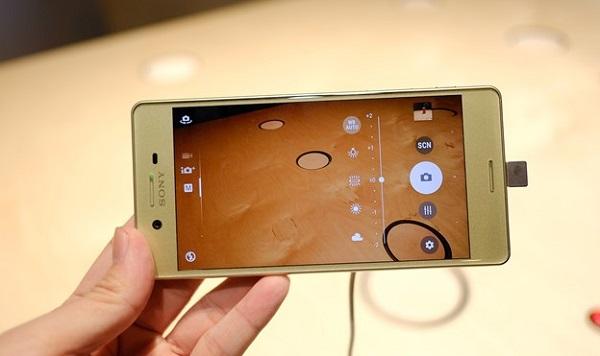 Giao diện chụp ảnh trên Sony Xperia X
