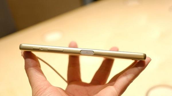 Nút nguồn trên Sony Xperia X có hỗ trợ cảm biến vân tay