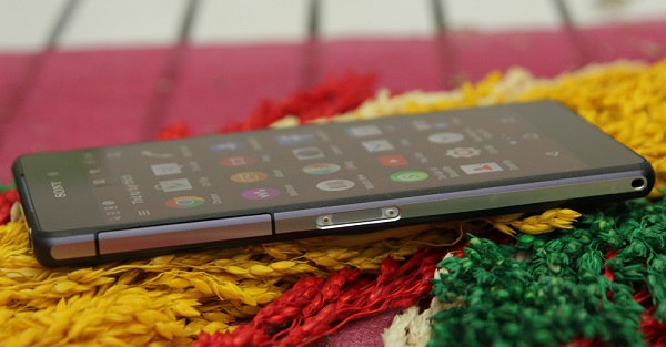 Sony Xperia Z2 cũ mỏng hơn so với Z1 là 144 x 74 x 8.5 mm.