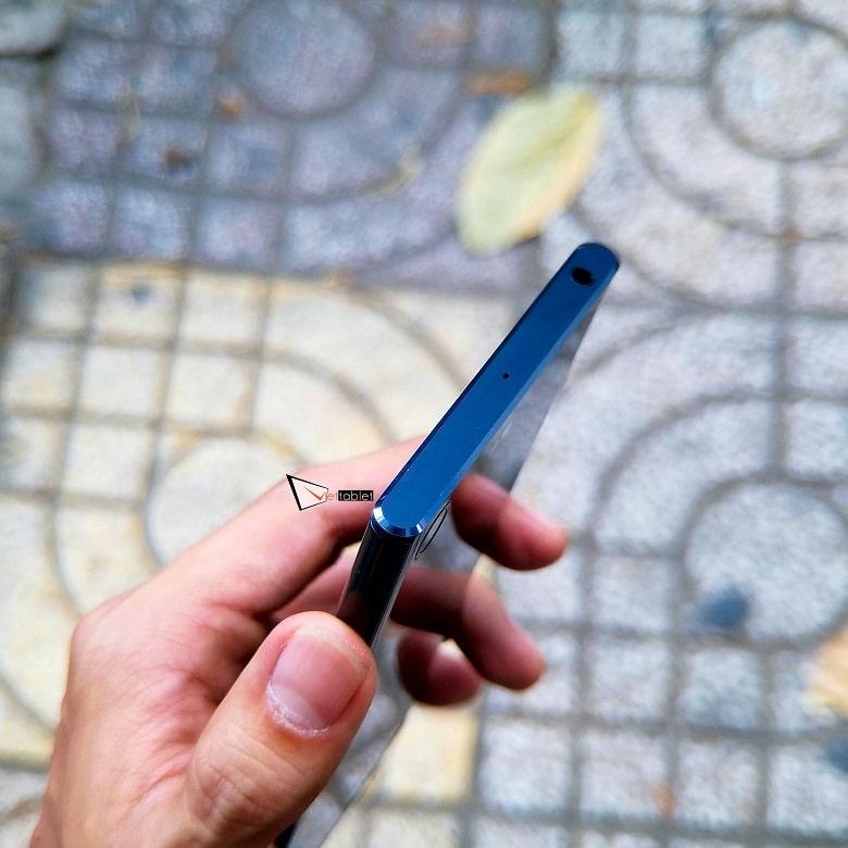 cạnh trên của Sony Xperia XZ Premium cũ