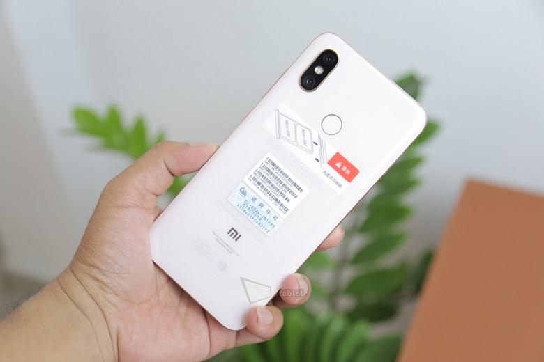 Xiaomi Mi 8 smartphone giá tầm trung cấu hình khủng
