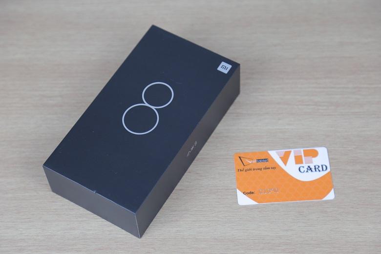Vỏ hộp có màu đen tinh tế
