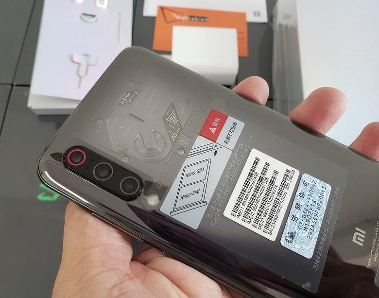 Xiaomi Mi 9 Explorer Edition transparent với camera khủng