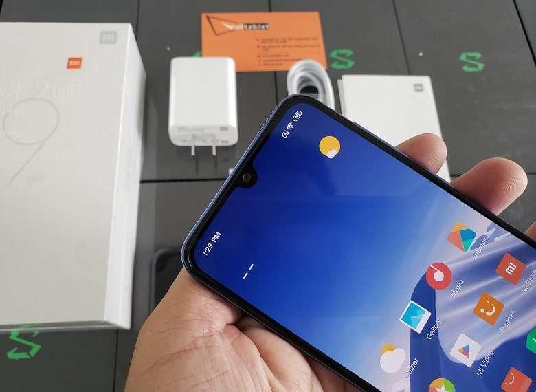 Xiaomi Mi 9 Se thiết kế mặt trước màn hình