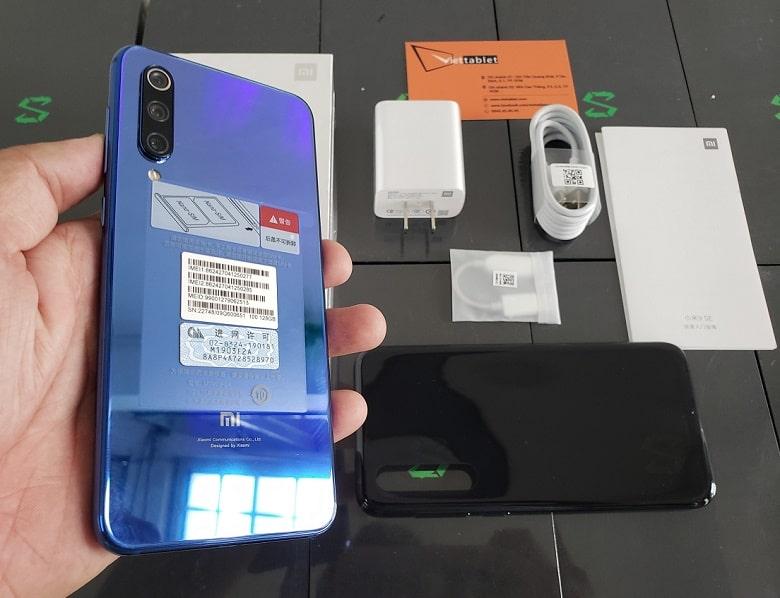 Xiaomi Mi 9 SE chính hãng xách tay thiết kế mặt sau gradient