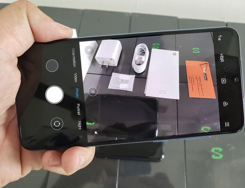 Xiaomi Mi 9 SE màn hình có cảm biến vân tay
