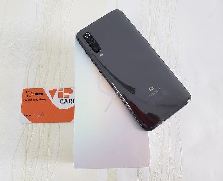 Xiaomi Mi 9 thiết kế mặt lưng kính sang trọng
