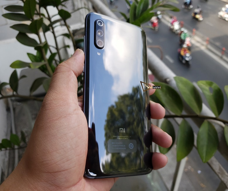 Xiaomi mi9 RAM 6/8GB thiết kế màu sắc bóng bẩy