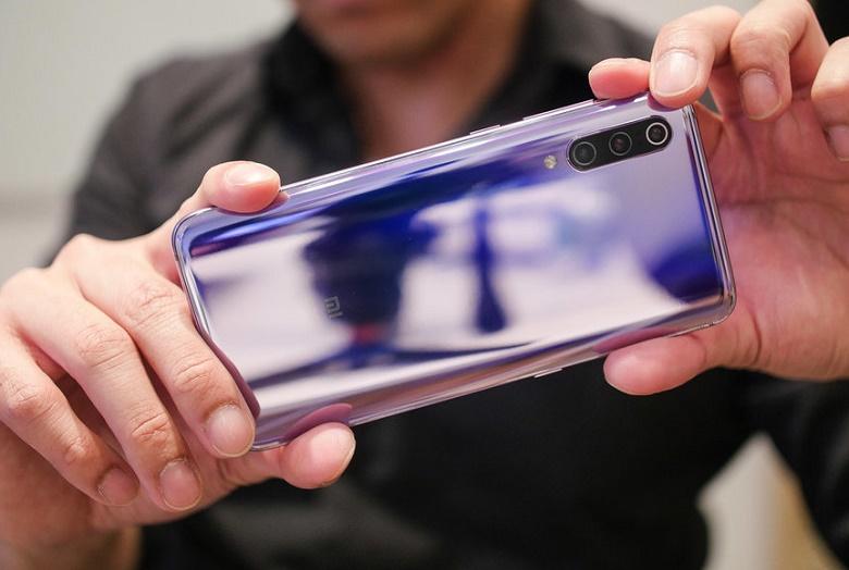 Xiaomi Mi 9 thiết kế mặt sau bóng bẩy nổi bật