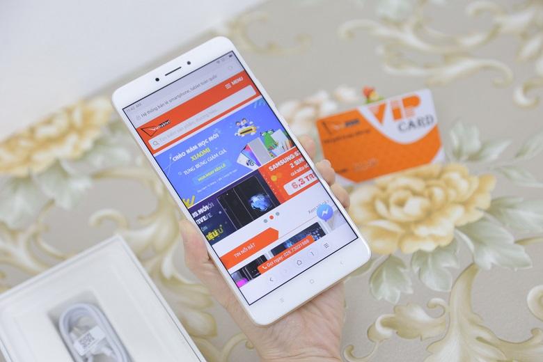 Xiaomi Mi Max 2 sở hữu màn hình khủng
