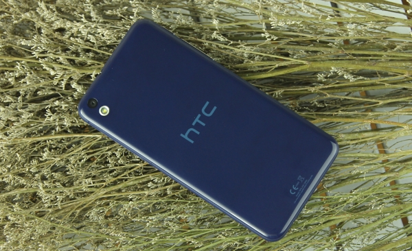 HTC Desire 816G Dual Sim 2 Sim thiết kế mặt lưng