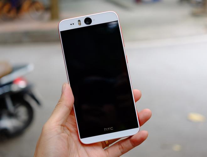 HTC Desire Eye tự sướng