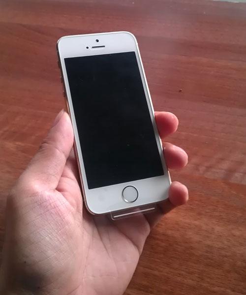 Mặt trước iPhone 5s cũ còn đẹp như hàng mới