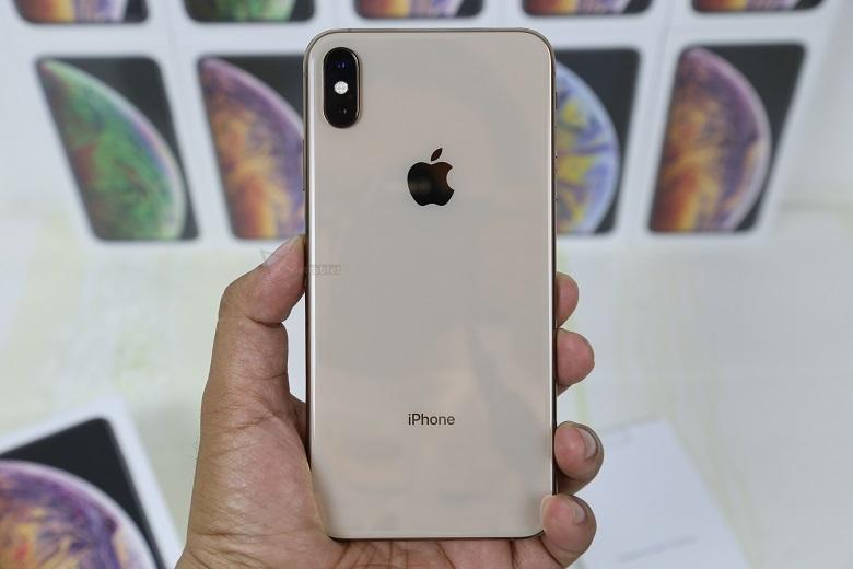 iPhone XS Max có kích thước lớn hơn so với iPhone X