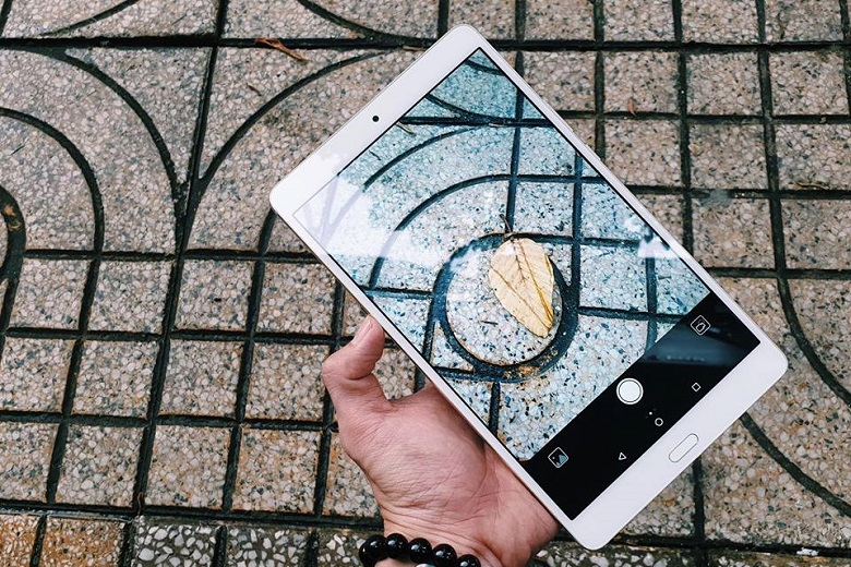 Huawei MediPad M3 8.4 có camera chất lượng