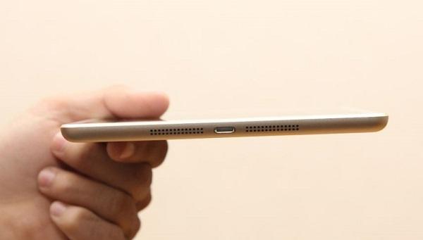 Cạnh dưới iPad mini 3 cũ là hai dãy loa và cổng sạc