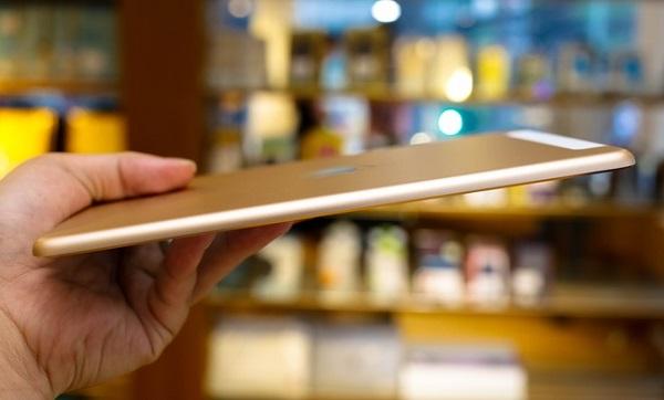 Nhìn tổng quan iPad Mini 4 cũ có thiết kế bắt mắt và sang trọng
