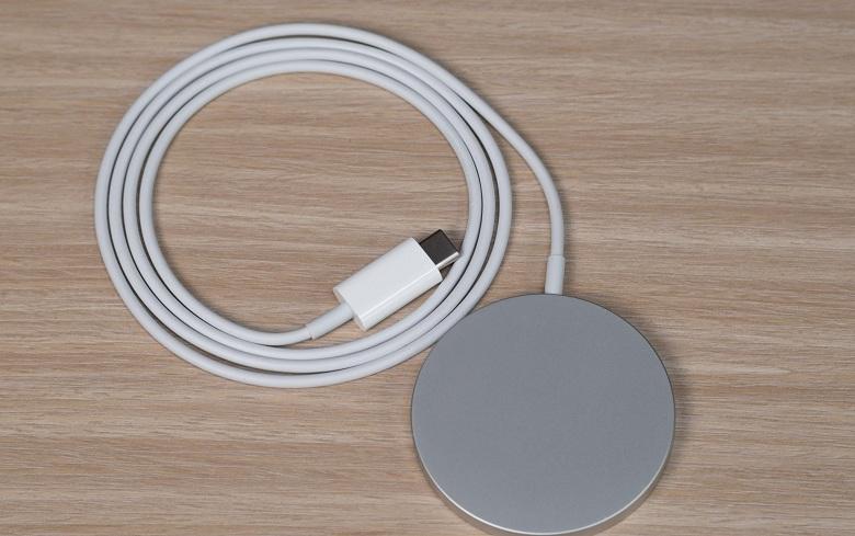 Cận cảnh sạc không dây MagSafe iPhone 12