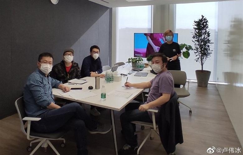 Nhân viên Xiaomi làm việc