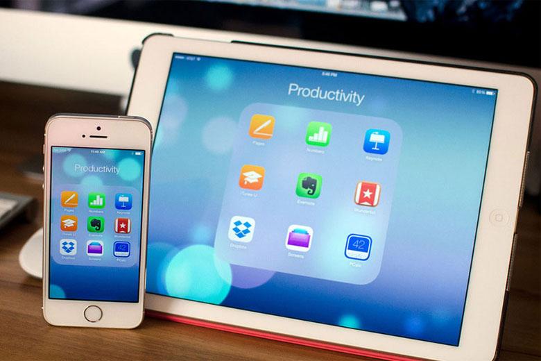 iPad, iPhone