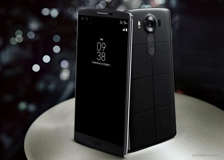 LG V10 được vát tròn khá đẹp mắt. Khung viền kim loại  được lộ ra ngoài tựa như những chiếc nẹp vào hai cạnh của máy.