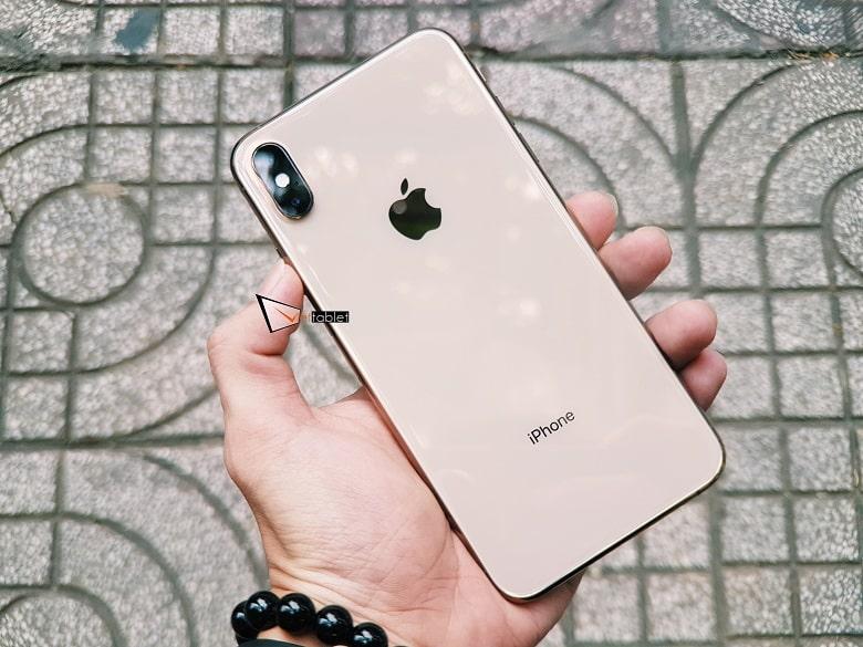 trên tay iPhone Xs Max