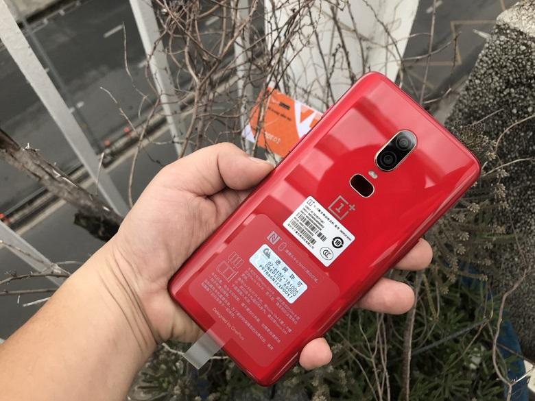 oneplus 6 màu đỏ mặt lưng