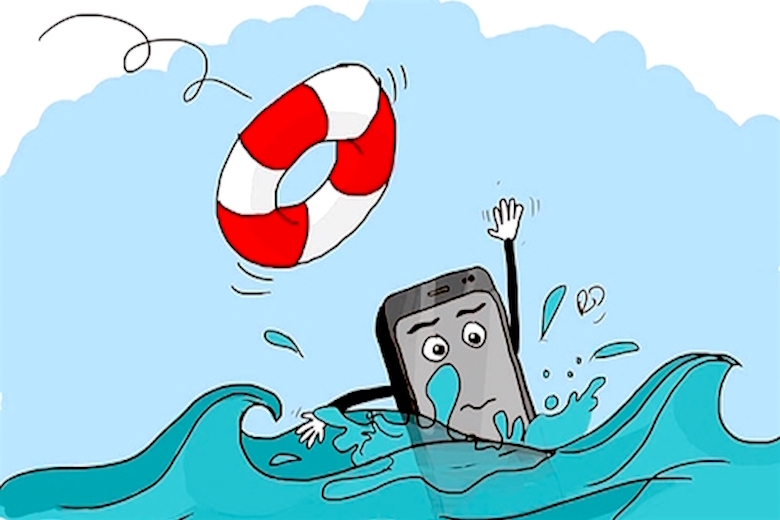 phải làm gì khi smartphone vào nước