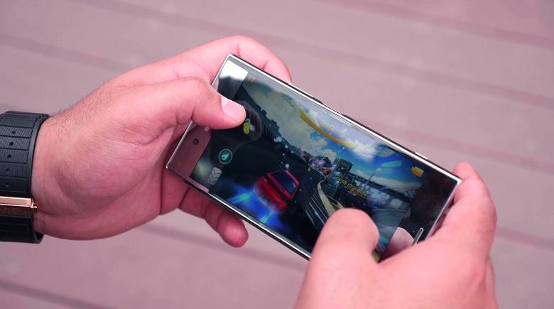 chơi game trên Xperia XZ Premium 2 SIM