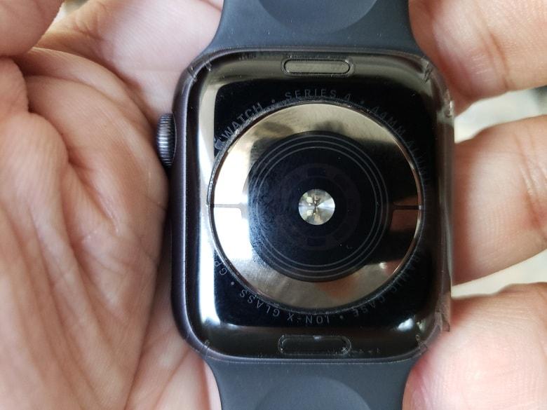 mat-sau-apple-watch-series-4-cu-viettablet