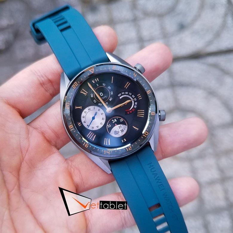 mặt đồng hồ trên Huawei Watch GT rất đa dạng