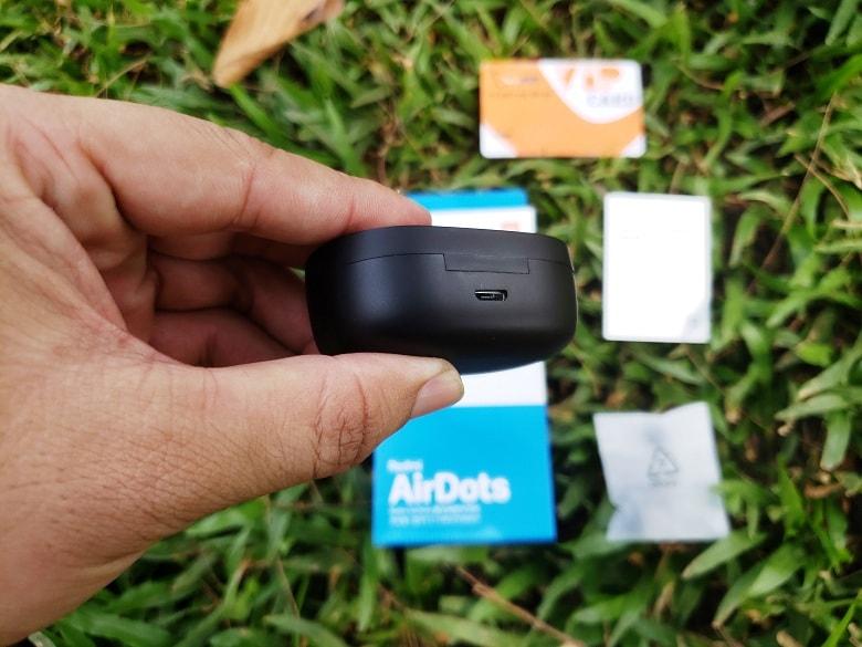 cổng sạc của tai nghe Redmi AirDots