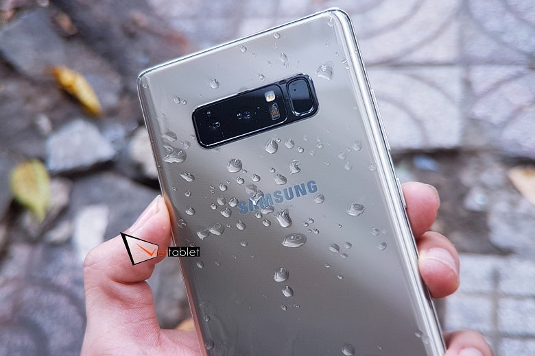 trên tay cụm camera kép của Samsung Galaxy Note 8 Hàn 2 SIM