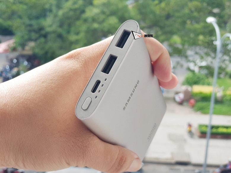 Các cổng kết nối của pin sạc dự phòng Samsung Type-C chính hãng