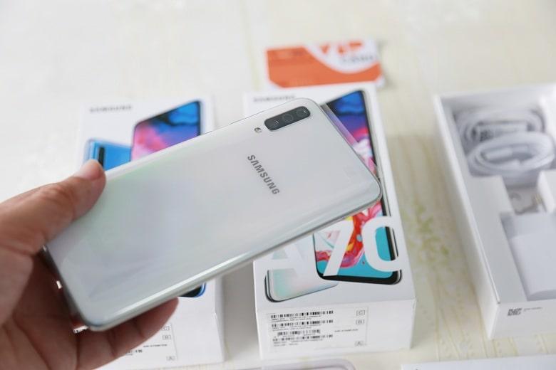 thiết kế Samsung Galaxy A70 chính hãng