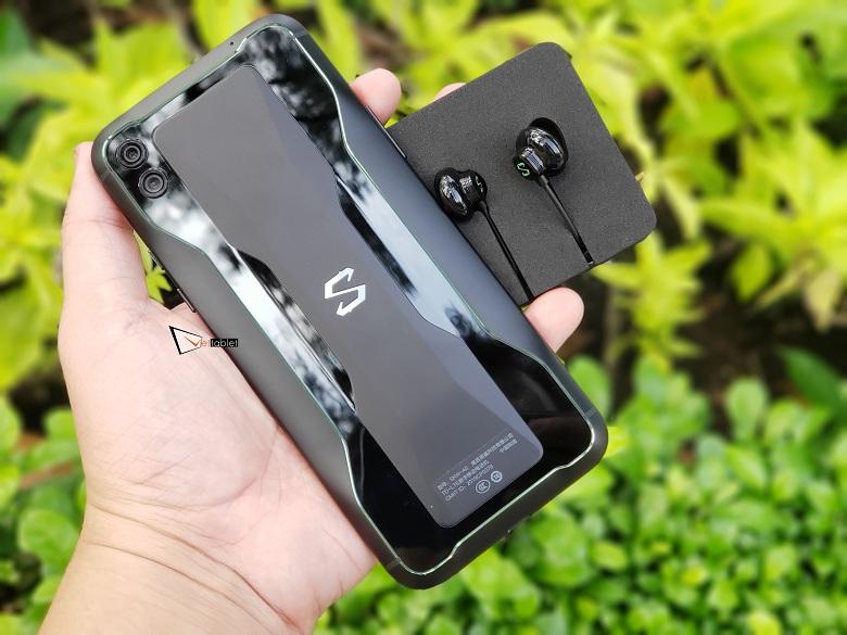 Trên tay Xiaomi Black Shark 2 (12GB | 256GB) màu đen