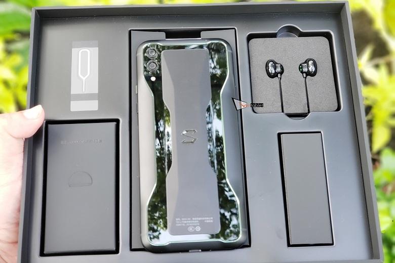 hộp đựng của Xiaomi Black Shark 2 RAM 12GB bản màu đen