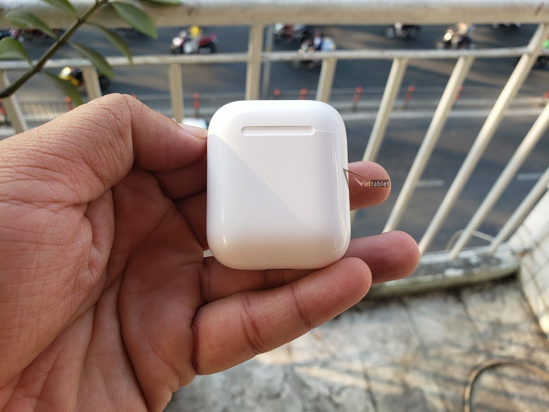 hinh-anh-hop-bao-ve-tai-nghe-airpods-tai-viettablet