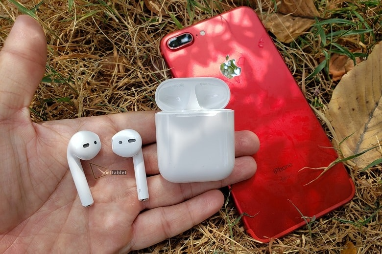 hinh-anh-tren-tay-tai-nghe-airpods-tai-viettablet