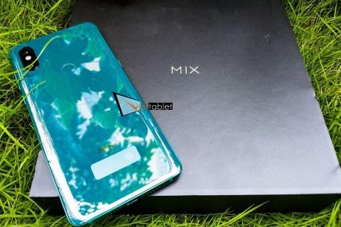 xiaomi-mi-mix-3-hinh-thuc-te-mau-xanh-luc-bao