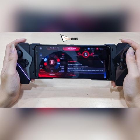tay-cam-rog-kunai-gamepad-anh-thuc-te-15