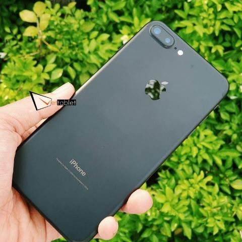 iphone-7-plus-anh-thuc-te-mau-den-mat-sau
