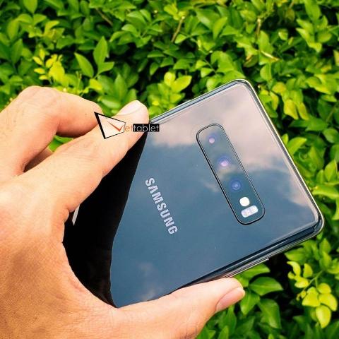 samsung-galaxy-s10-plus-anh-thuc-te-mat-sau-camera-den_x9ry-ep