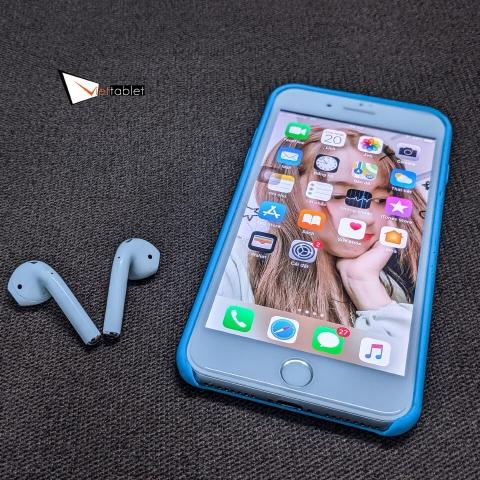 apple-airpods-2-anh-thuc-te-vs-phone_soj8-b6